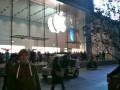 А это мы заглянули таки на Нанкинской улице в новый яблочный магазин (не фейк) :)