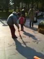 Калиграфия водой на тротуаре