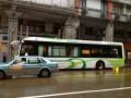 """Автобус на электротяге. подзаряжается """"рожками"""" на остановках"""