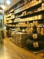 пуэрная лавка. пирамидка - это всё спрессованный чай пуэр