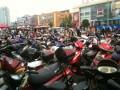 Много народу приехало на рынок