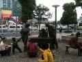 На улице запечатлены сцены жизни Шанхая